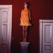 Twiggy at 8 Pelham Place by Cecil Beaton, 1967 Vogue - © The Condé Nast Publications Ltd/Courtesy Sotheby's